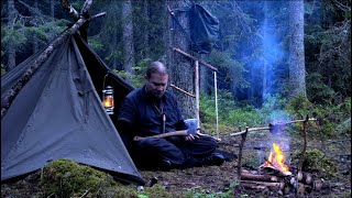 Solo Bushcraft Vintage Camping - Heavy Rain - Sleeping on Sheepskin with Wool Blanket - Canvas Lavvu