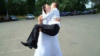 Молодые жгут! Жених и невеста изображают маленького Димочку. Свадебные приколы. Смешно до слез!