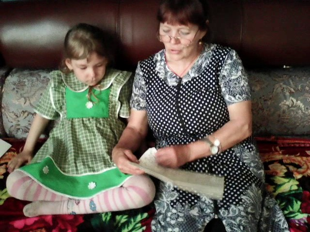 Изображение предпросмотра прочтения – МарияКривоногова читает отрывок изпроизведения «Три медведя» (Русский фольклор )