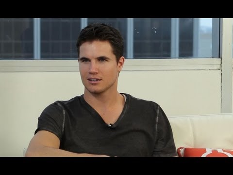 Robbie Amell The Tomorrow People 1X01 Interview, Sneak Peeks and Spoilers!