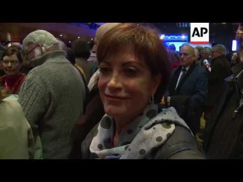 Fillon ignores fraud probe in campaign speech