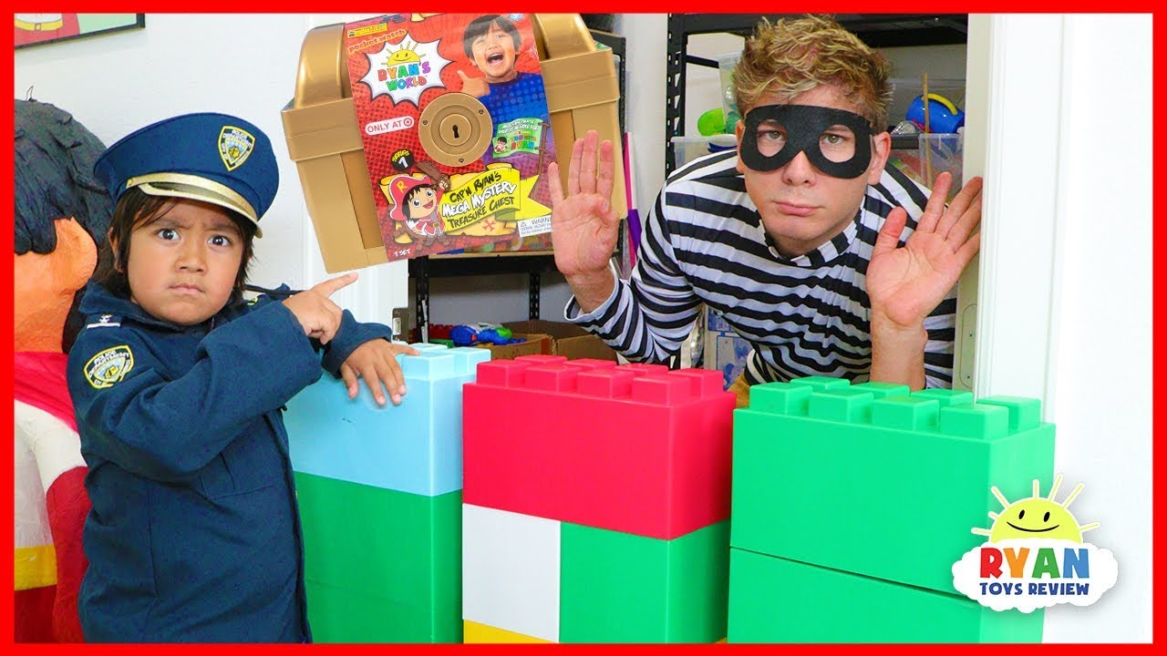 Ryan Pretend Play Police helps find the Treasure Chest!!!