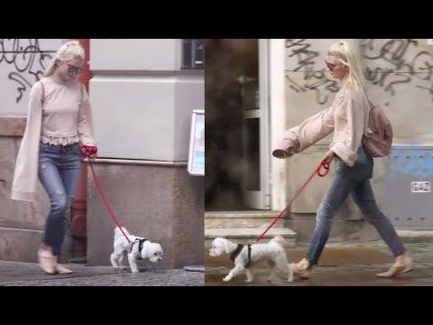 """""""Modna"""" Margaret z psem na spacerze"""
