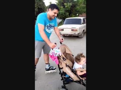 Вот как нужно правильно гулять с ребенком))) - youtube.