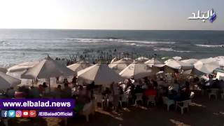 بالفيديو والصور..إقبال كبير على شواطئ الإسكندرية خلال أيام العيد