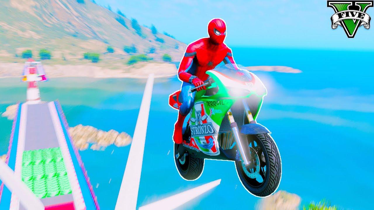 O NOVO SUPER MOTOS. Homem Aranha no desafio na rampa na Cidade - GTA V Mods (P2)