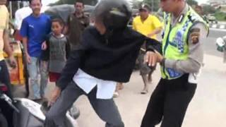Pemotor berusaha melarikan diri menghindari razia lalu lintas - iNews Petang 12/02