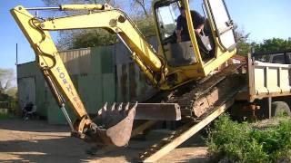 Unloading Digger & Full set of buckets from lorry HD