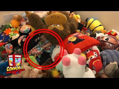 😃 Kid JUMPS INTO Huge Stuffed Animal Collection! 1,000 PLUSH!!😃