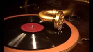 "Julia Culp sings ""All through the Night"" on Victrola"