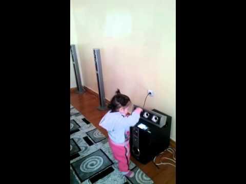 Halebı oynuyor