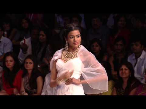 Sushmita Sen Walks For Birdhichand Ghanshyamdas Jewellers At IIJW 2012