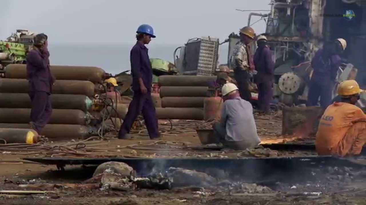 poor working conditions the ship breakers of bangladesh youtube. Black Bedroom Furniture Sets. Home Design Ideas
