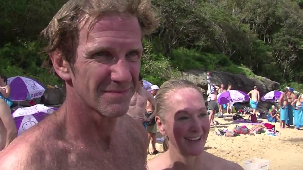 Un rassemblement de nageurs... sans maillots de bain à Sydney (HD ... e475a34455e1