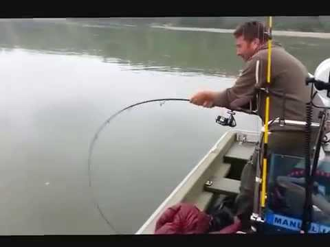 La pesca su video di un viaggiare
