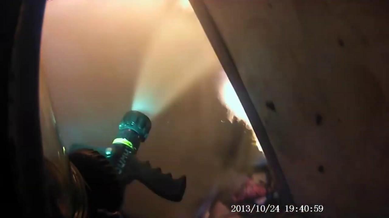 Горит квартира, пожар в пятиэтажке.