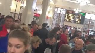 У касс на Ж/Д вокзале Сочи возникло столпотворение(, 2018-10-25T14:41:01.000Z)