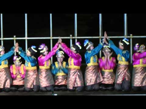 Indonesian traditional dance: Saman dance from Aceh
