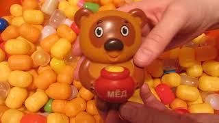 Различные животные. Детские игрушки в киндер капсулах.