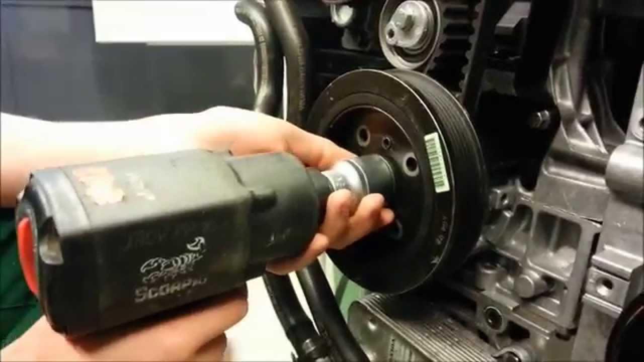 Volvo V40 2 0t Jakohihnan Amp Apulaitehihnan Asennus Youtube