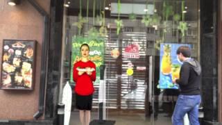 видео Создание дизайна кафе, ресторана или бара с использованием мобильных стендов