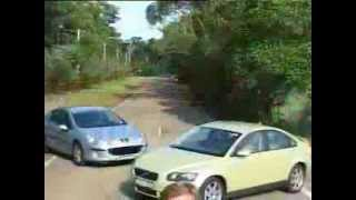 Peugeot's 407 SV v Volvo's S40 T5 2005 | Family Car | Drive.com.au(Mid-size prestige contenders Peugeot's 407 SV and Volvo's S40 T5 go toe-to-toe in our exclusive video track test. Croissants or crispbread? See more car ..., 2012-05-28T03:59:11.000Z)