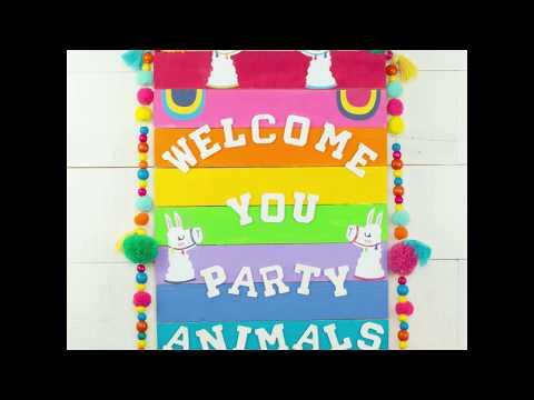 DIY Llama Welcome Sign