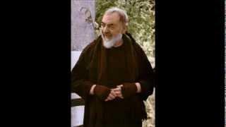 Oração do Angelus na voz do Padre Pio de Pietrelcina
