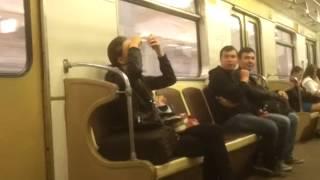 Чем москвички занимаются в метро