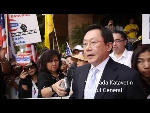 "Thais in LA met Consul General demanding the ""Reform before Election"" and Yingluck to resign"