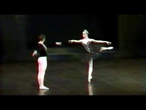 Swan Lake - III Act - Sylvie Guillem, Manuel Legris, Cyril Atanasoff