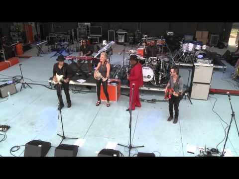 Mindi Abair & The Boneshakers - Cold Sweat (Live)