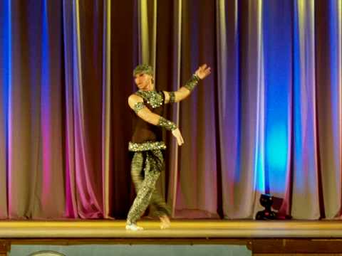 LUXOR male belly dance show