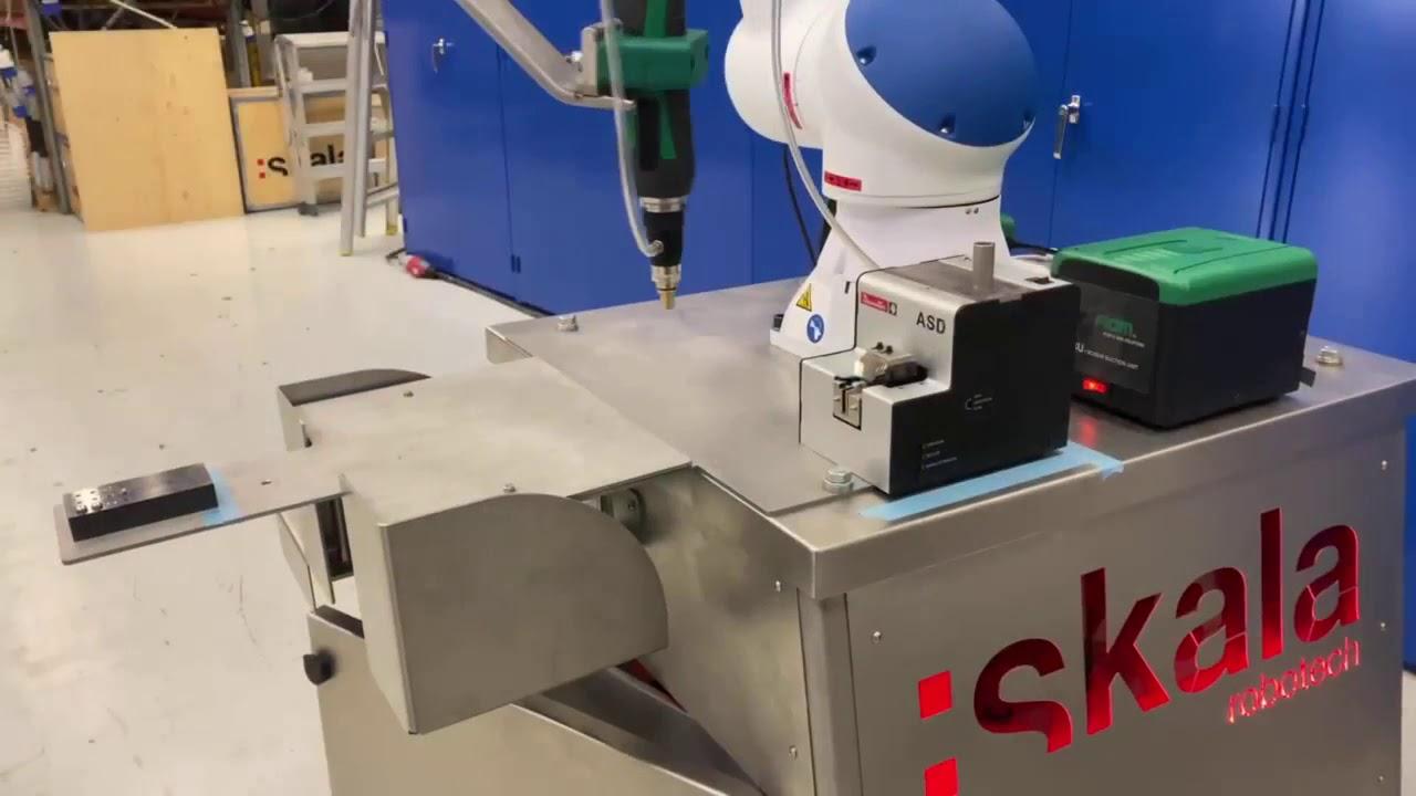 MOTOMAN HC10 samarbeidende robot utstyrt med skruutstyr