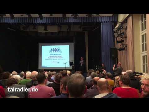 Oberbürgermeister Andreas Mucke eröffnet die Veranstaltung