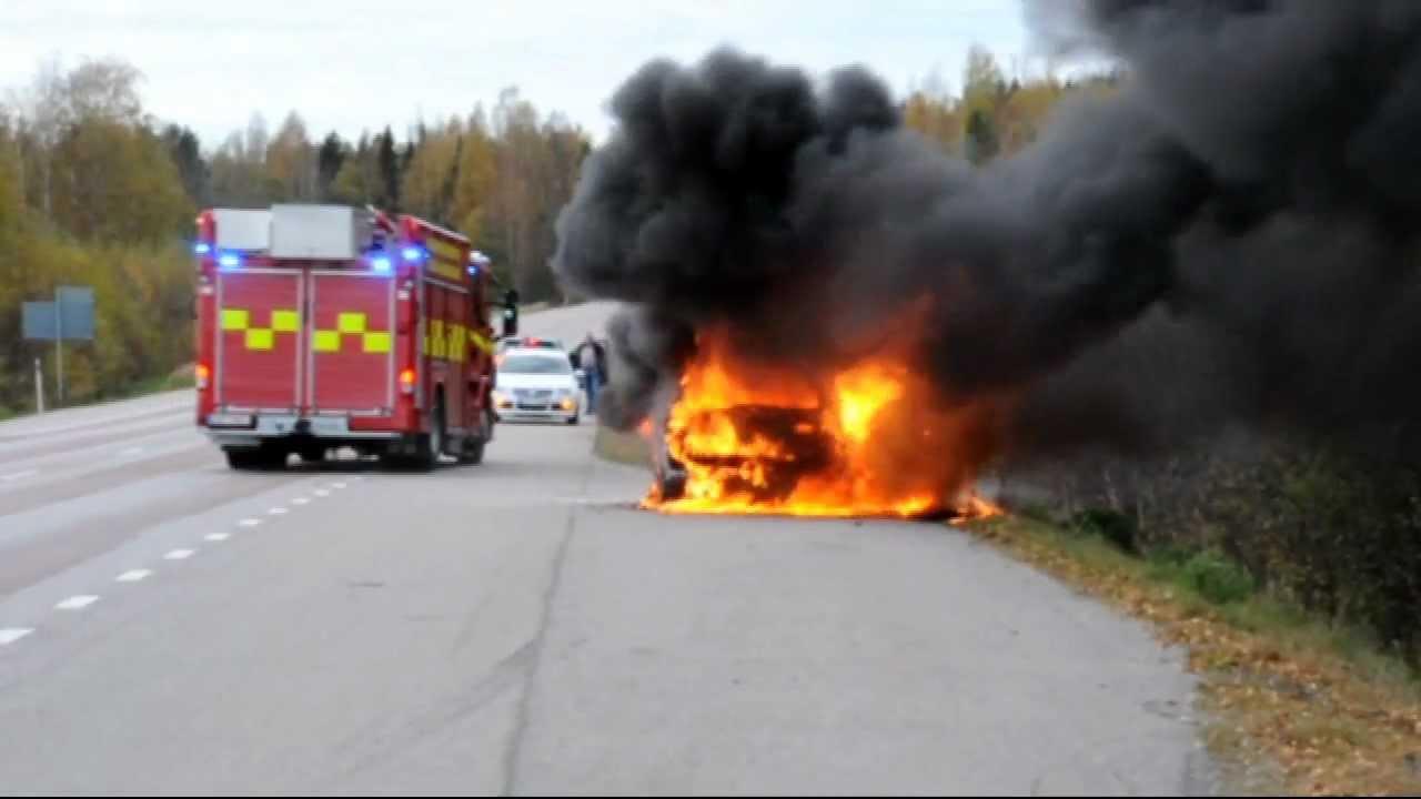 Tagstopp efter bilbrand
