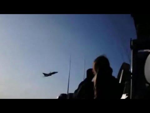 Как американский эсминец напугал российский самолет видео