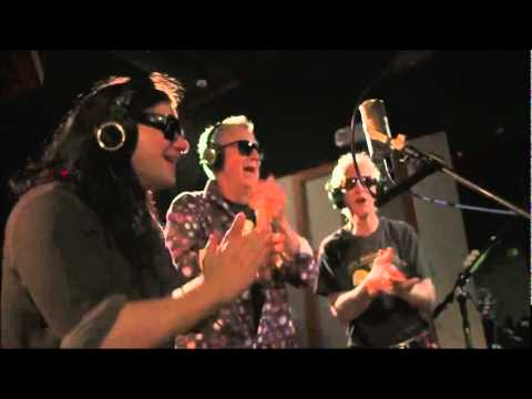 Skrillex   Breakn' a Sweat ft Members of The Doors.wmv mp3