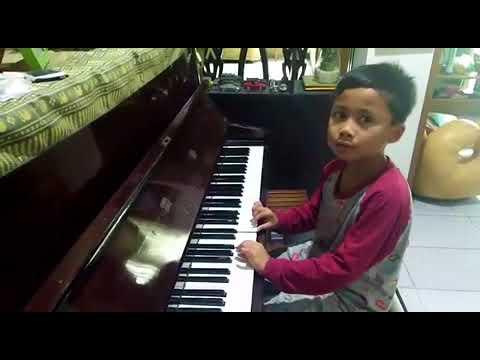 Bermain Piano Lagu Garuda Pancasila