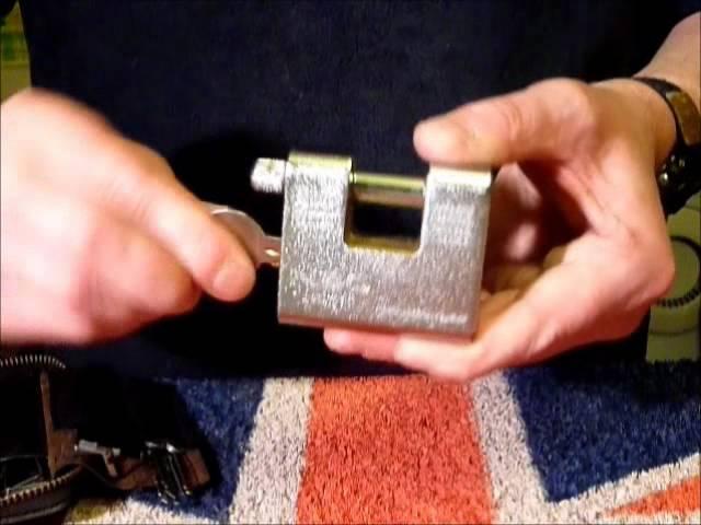 Single Pin Picking A 65mm Armoured Shutter Padlock Tutorial www.uklocksport.co.uk.wmv