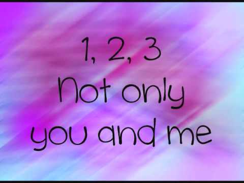 Britney Spears- 3 Lyrics