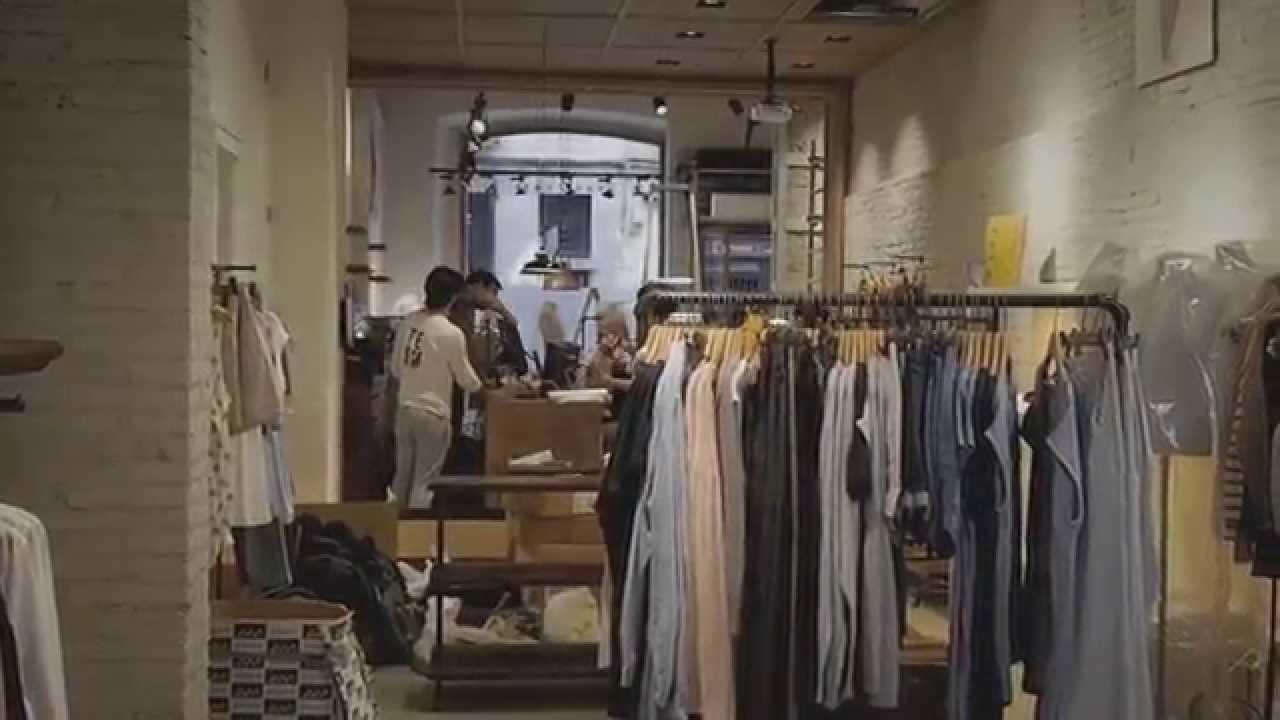 eseOese abre tienda en Girona - YouTube