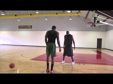 Hakeem Olajuwon Demonstrating Low Post Moves - Amazing Footwork!