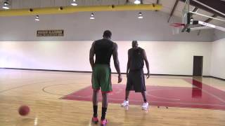 Hakeem Olajuwon Demonstrating Low Post Moves - Amazing Footwork! thumbnail