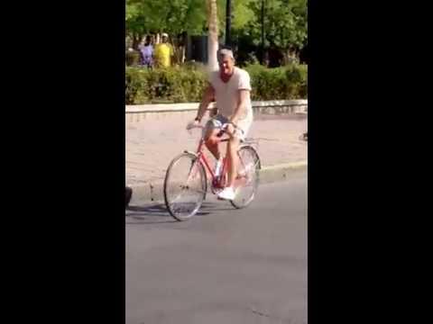 Carlos Vives grabando el videoclip de La Bicicleta en Santa Marta