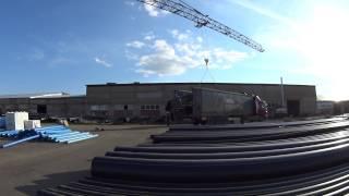 Погрузка полиэтиленовой трубы в машину - ПромПолимерСервис(Загрузка пачки водопроводных полиэтиленовых труб ПЭ100 в машину
