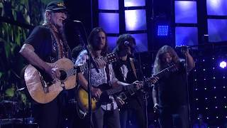 Willie Nelson & Family - Roll Me Up and Smoke Me When I Die (Live at Farm Aid 2017)