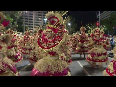 Carnaval de Rio abre su segunda noche de fiesta tras accidente
