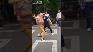 Haha Let's watch grandfather and his grandson dance