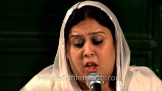 Sufi singer Ragini Rainu singing -